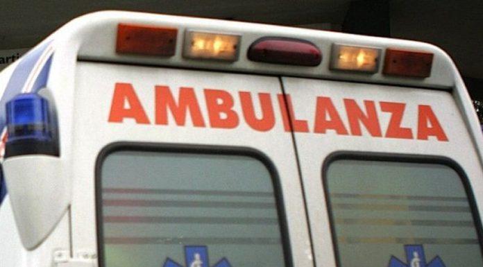 Choc in corso Vittorio Emanuele: un 79enne si lancia dalla veranda e muore