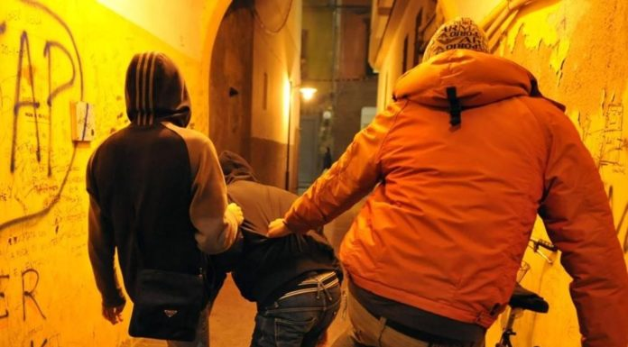 Baby gang in azione a Napoli, in 30 contro tre al centro storico