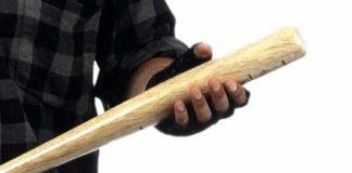 Maddaloni, sorprende i ladri in casa: 17enne colpita con un bastone