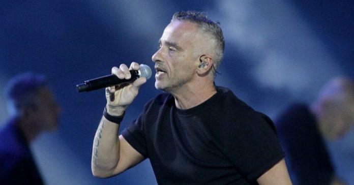 Eros Ramazzotti: stop al tour per una operazione alle corde vocali