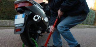 Oltre 30 furti di scooter da Fuorigrotta al Vomero, tre arresti