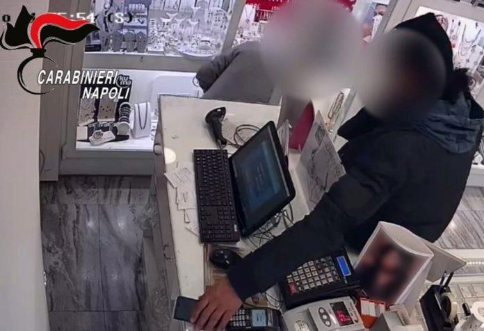 Vomero, furti con la tecnica del giornale o della giacca: fermato un 47enne