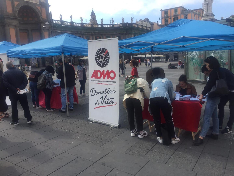 """Napoli per Gabry: gazebo dell'Admo in piazza Dante per trovare il """"tipo giusto"""""""