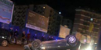 Fuorigrotta, auto si ribalta al centro della strada: illeso il conducente