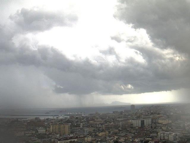 Meteo Campania, ultimi giorni di sole: dal weekend tornano le piogge