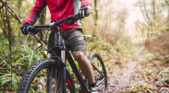 Tragedia sul Vesuvio: ciclista 52enne precipita in un dirupo e muore