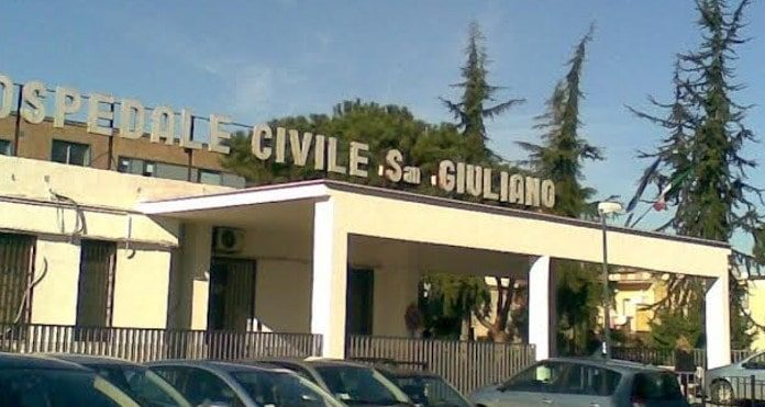 Giugliano in Campania: caos barelle e blackout al pronto soccorso
