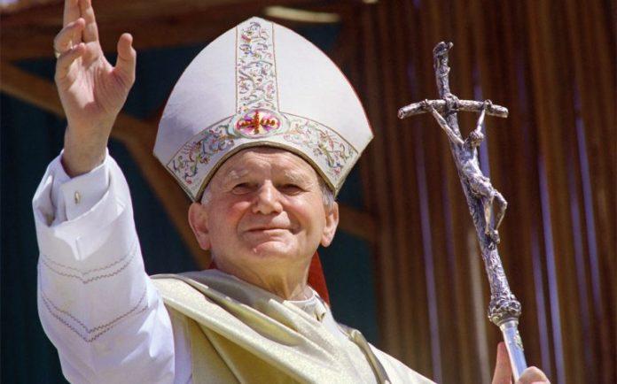 Papa Giovanni Paolo II torna simbolicamente a Napoli: le sue reliquie al Plebiscito
