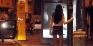 Si fingeva poliziotto per ricattare clienti delle prostitute: arrestato un 52enne