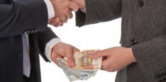 Salerno, 14 arresti per corruzione in atti giudiziari: coinvolti due giudici tributari