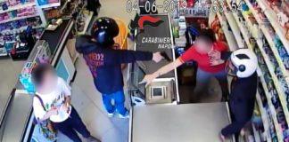 Volla, passante blocca lo scooter dei rapinatori prendendo le chiavi
