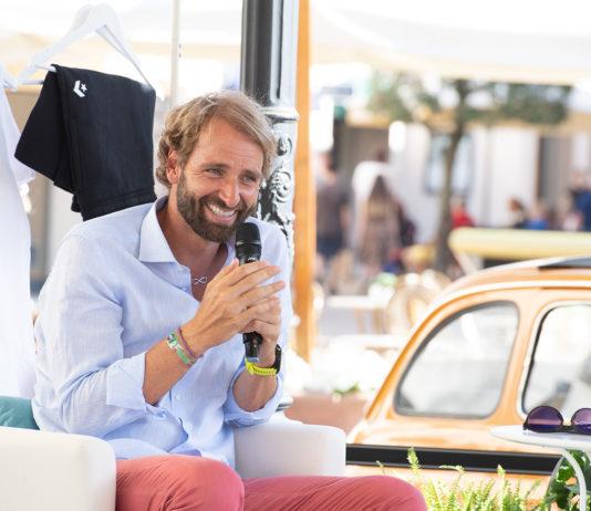 Selfie e autografi con Massimiliano Rosolino a La Reggia Designer Outlet