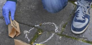 """Napoli, una notte di terrore a Miano: bomba e """"stesa"""" con 50 colpi di pistola"""