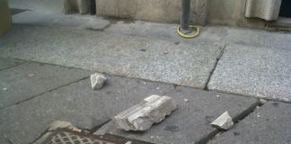 Crollo di calcinacci a Napoli: una ragazza ferita al centro storico