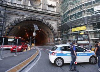 Traffico bloccato a Napoli. Chiusa la Galleria della Vittoria