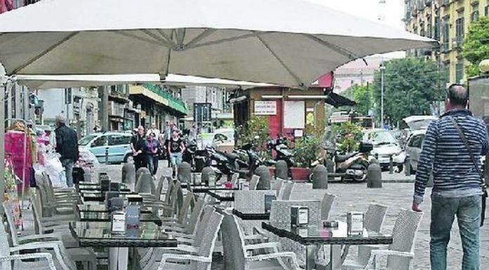 """Napoli, stop gazebo e tavolini """"selvaggi"""" per bar e locali: arrivano nuove regole"""