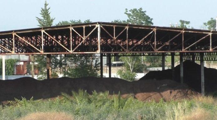 Ponticelli: l'area dell'ex bitumificio invasa da rifiuti e fumo nero