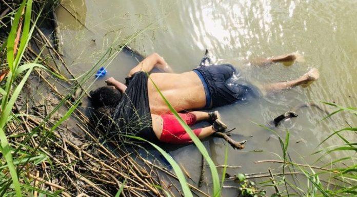 Migranti: ecco la foto choc di padre e figlia morti abbracciati nel Rio Grande