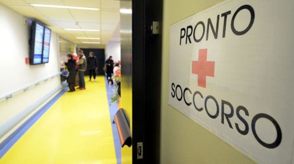 Acerra: 59enne danneggia il Pronto Soccorso con calci e pugni