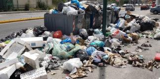 Rifiuti a Napoli, a terra ne restano ancora 200 tonnellate