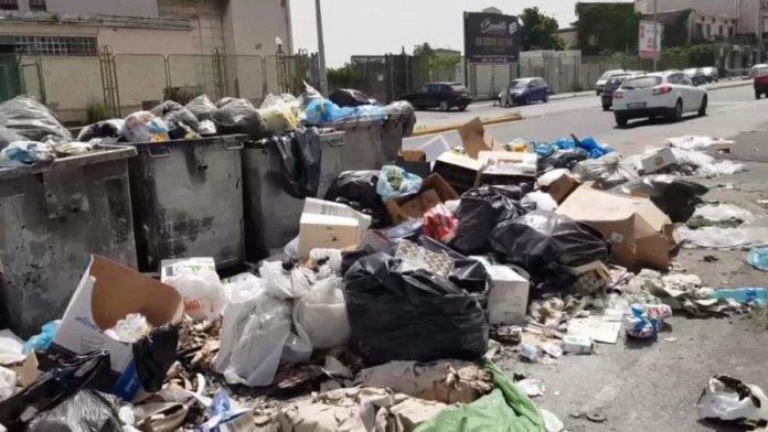 A Barra e Ponticelli la protesta contro la cattiva gestionedella raccolta dei rifiuti da parte di ASIA