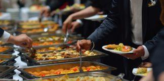 Comune di Napoli, ecco Ristorante solidale: 70 pasti per le mense della Caritas