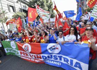 Sciopero nazionale dei metalmeccanici: 10mila in piazza a Napoli