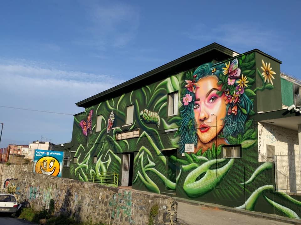 """Ponticelli: la stazione della Circumvesuviana è """"invasa"""" dalla street art"""