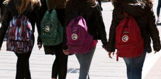Napoli, abusi su due studentesse: arrestato un ex prof del liceo Vico