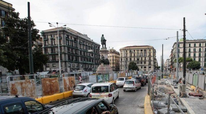 Piazza Garibaldi, via ai lavori per rifare l'asfalto del vialone centrale: incubo traffico