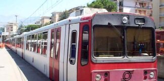 Circumvesuviana, principio di incendio su treno: circolazione ferma per un'ora
