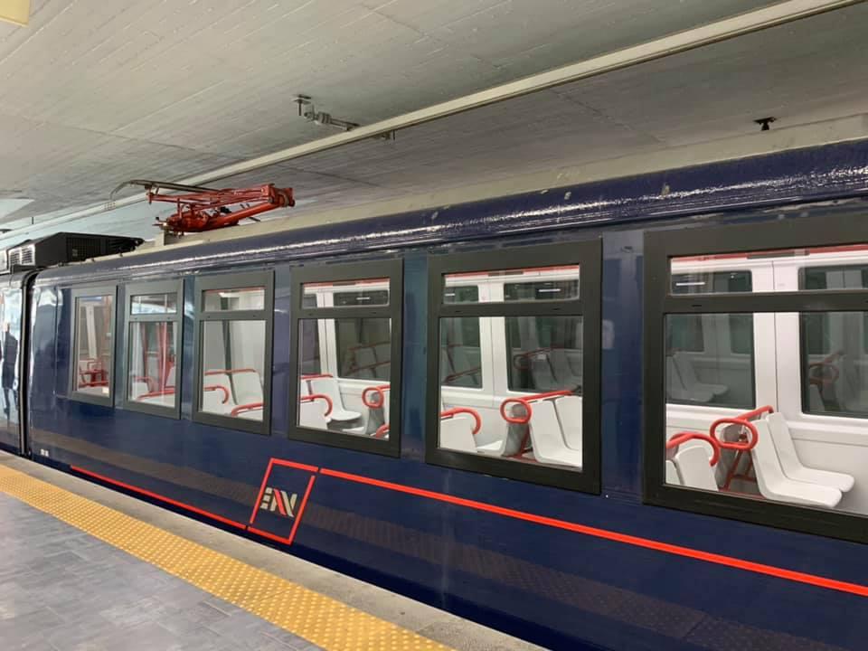 Circumvesuviana: entrano in funzione il primo treno ristrutturato e quello storico