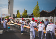 "Eataly World: la ""Pizza da Guinness"" lunga 500 metri dei pizzaioli del Napoli Pizza Village"