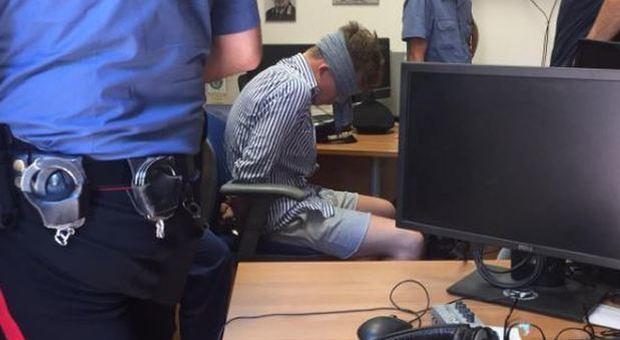 Carabiniere ucciso a coltellate, la foto dello scandalo