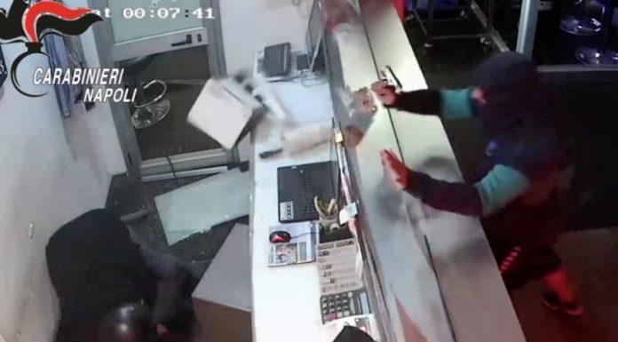 Quarto, rapina con sparatoria in un centro scommesse: tre arresti