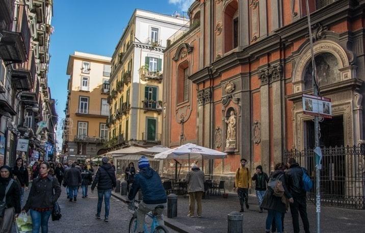 Napoli: Controlli anti-covid, Mini-market chiuso in Piazza Gesù e Maria