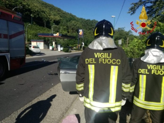 Chiusano San Domenico, trattore si scontra con un'auto: due morti
