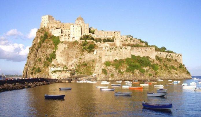 Ischia, Guardia di Finanza scopre cinque guide turistiche abusive: denunciati