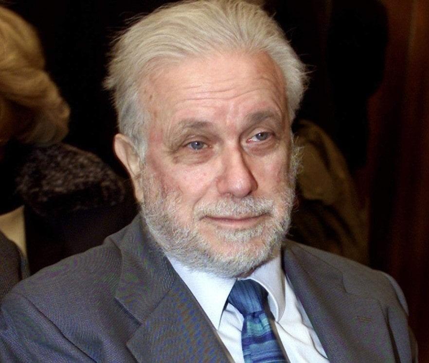 Luciano De Crescenzo, ultimo saluto a Napoli: funerali domani a Santa Chiara