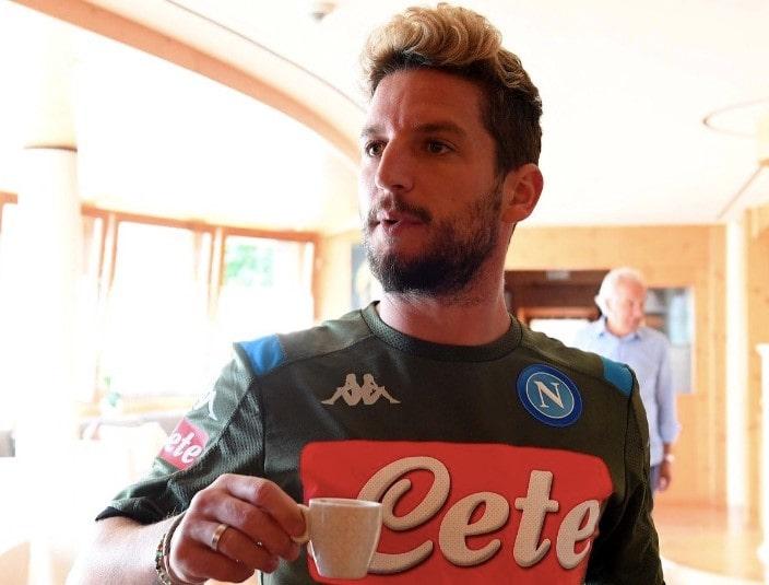 Calcio Napoli, arrivano i big a Dimaro: ovazione per Dries Mertens