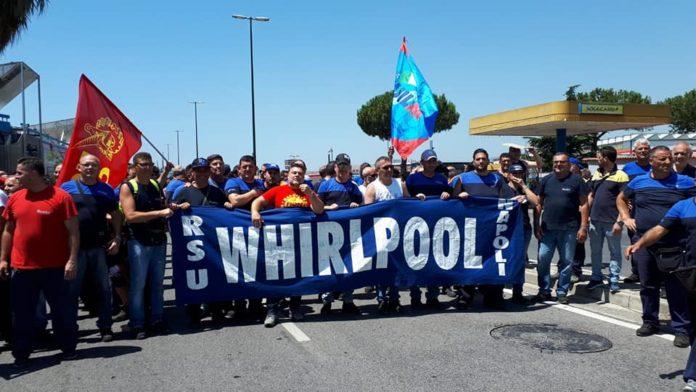 Whirlpool, nuova protesta degli operai: due ore di sciopero e blocco stradale