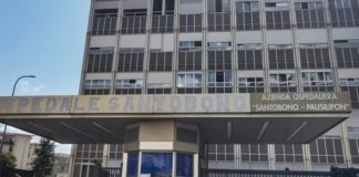 Napoli, calcinacci nei pressi dell'ospedale Santobono: chiusa la strada
