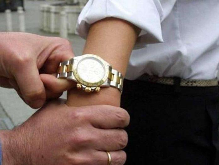 Vomero, scippa Rolex da 5000 euro a una turista: fermato 24enne