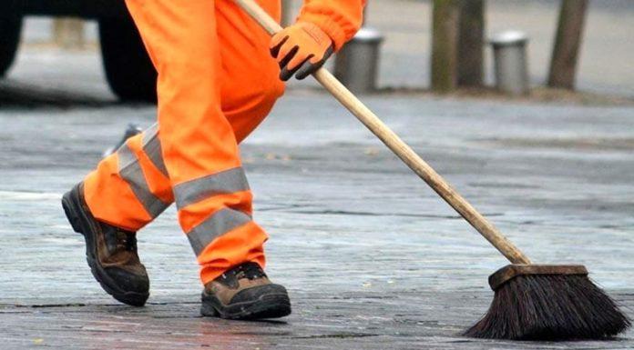Battipaglia, a spasso in orario di lavoro: 5 operatori ecologici rischiano la denuncia