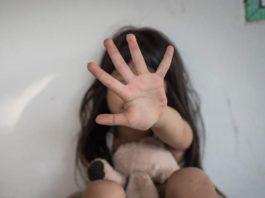 Orrore a Casagiove, atti di sadismo su bimba di 3 anni: fermati madre e compagno