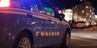 Napoli, Fuorigrotta: All'uomo era stato notificato il divieto di avvicinamento ai luoghi frequentati dalla ex moglie invece si è presentato a casa della donna con un martello in mano.