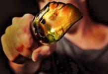 Ischia, lite per uno sguardo di troppo finisce a bottigliate: ferita una ragazza