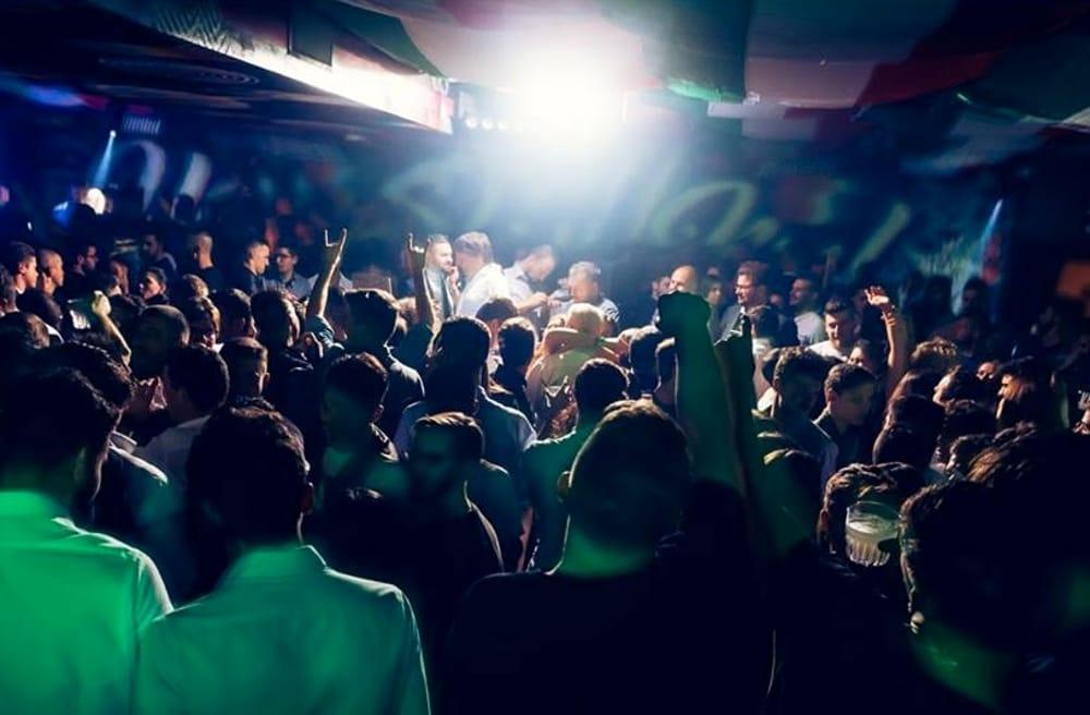 Bagnoli, rissa in una discoteca: 10 giorni di stop