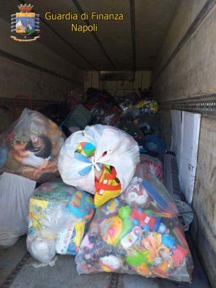 Volla, scoperta discarica abusiva: sequestrate 2 aziende e 300 tonnellate di rifiuti speciali