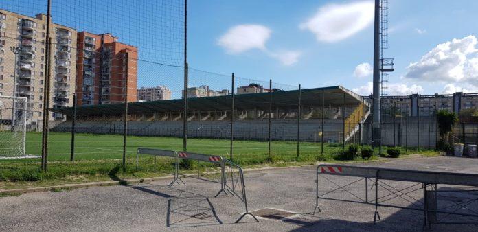 I seggiolini del San Paolo allo Stadio 'Landieri' di Scampia